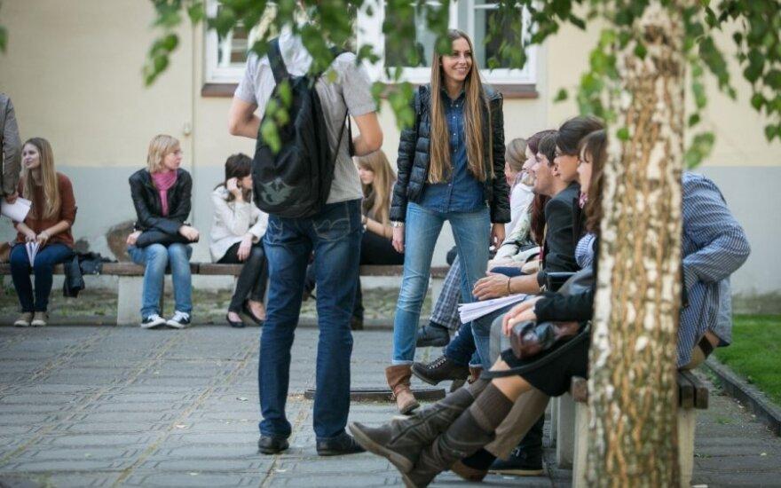 Новое поколение студентов: Куба для них город, а Черное море - рядом с Литвой