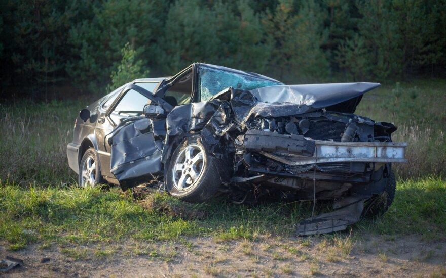 На дороге Варена-Вильнюс - лобовое столкновение двух автомобилей