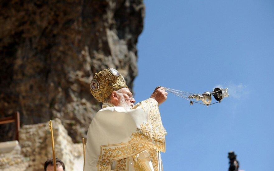 Krikščionių ortodoksų dvasinis lyderis Bartolomėjus I aukoja mišias Sumelos vienuolyne, Turkijoje