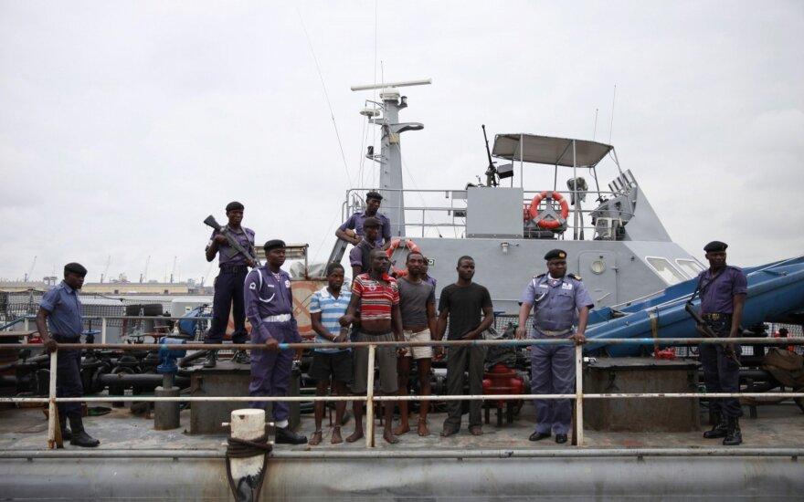 В Африке пираты потребовали выкуп за шестерых похищенных российских моряков