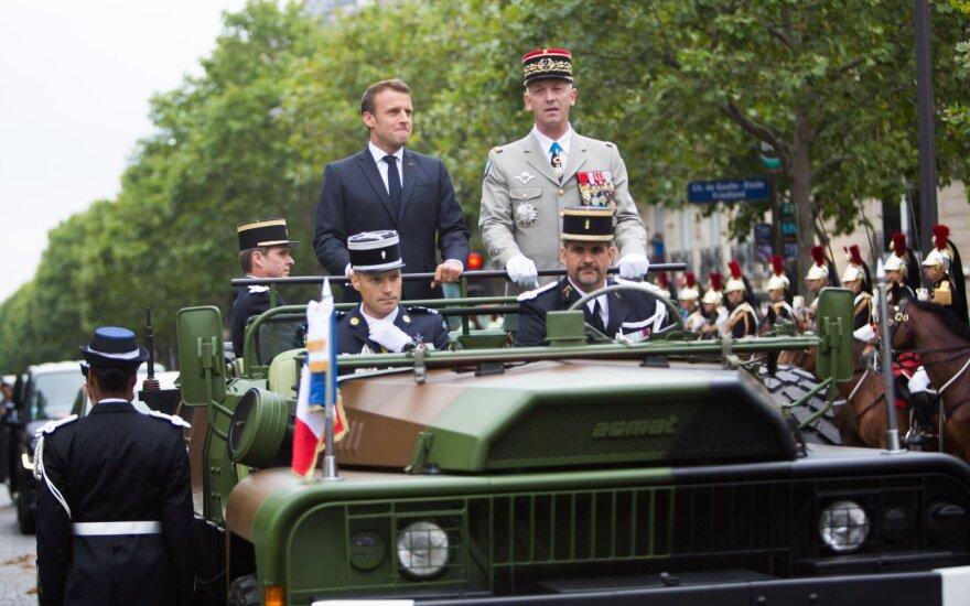 Emmanuelis Macronas Bastilijos dienos parade