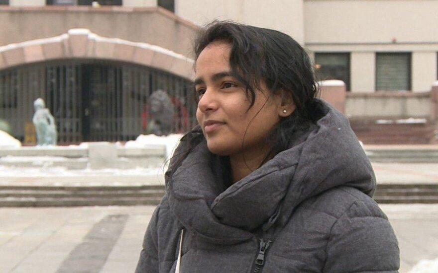 Бюрократия: девушка из Индии, у которой есть лишь имя, не может учиться в Литве