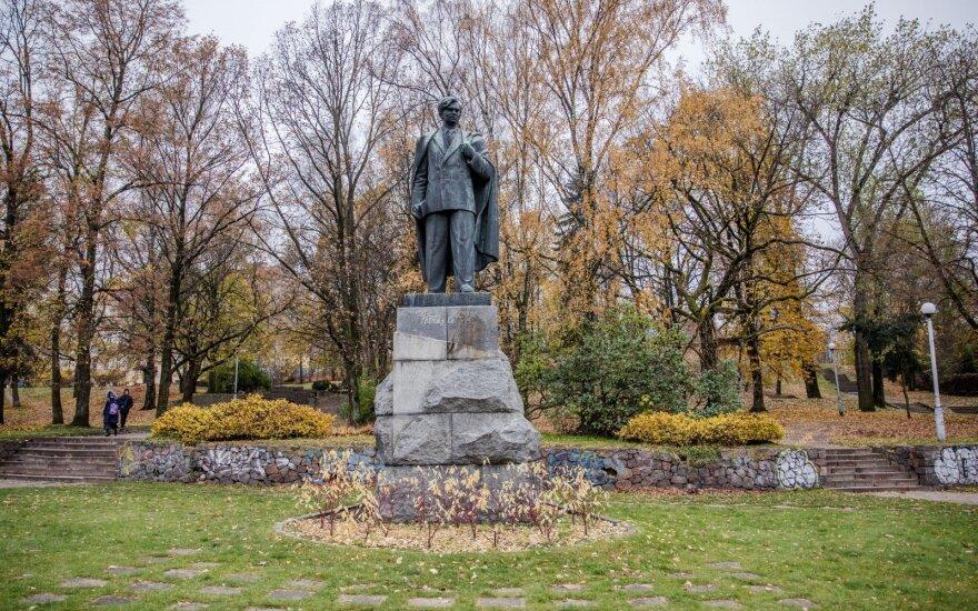 Вильнюсская мэрия займется вопросом сквера Пятраса Цвирки и аллеи Казиса Шкирпы