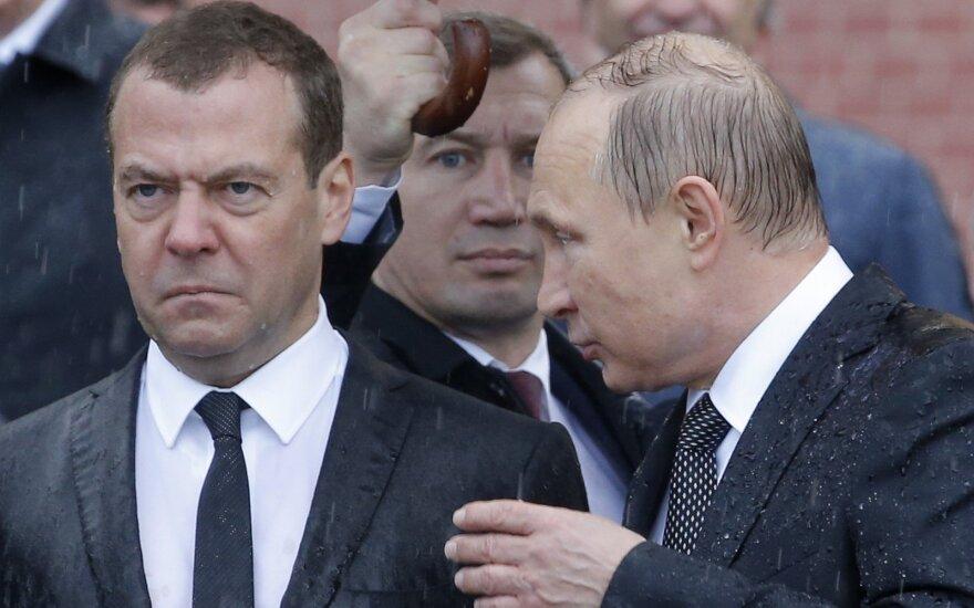 """""""Обормоты и проходимцы"""": Медведев решил не отвечать Навальному"""