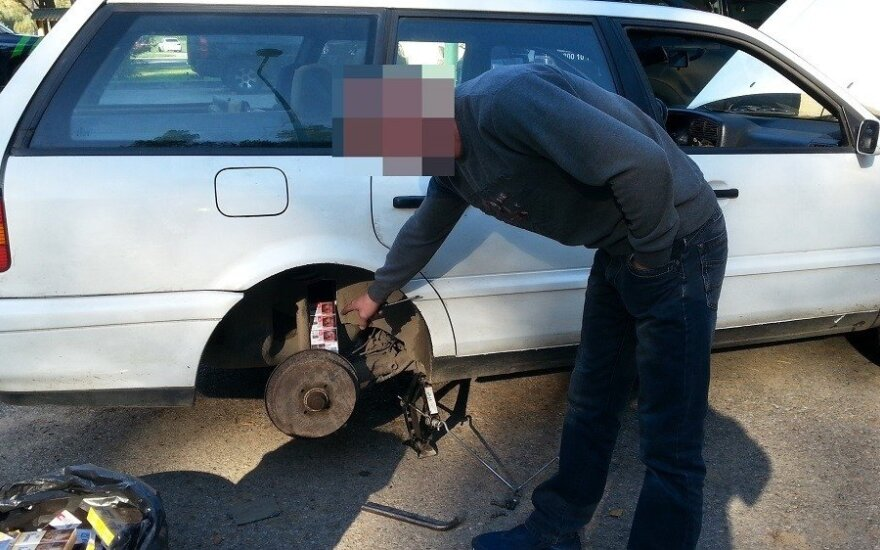 Гражданин Беларуси вез контрабанду в топливном баке