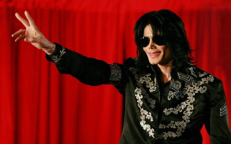 В Индии открыли памятник Майклу Джексону