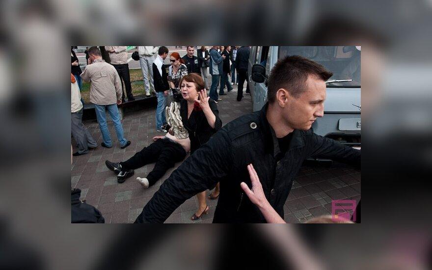 """В Беларуси задержано свыше 300 участников """"молчаливых"""" акций"""