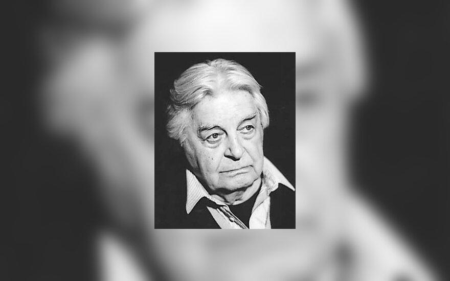 Любимов уволил 20 актеров Таганки
