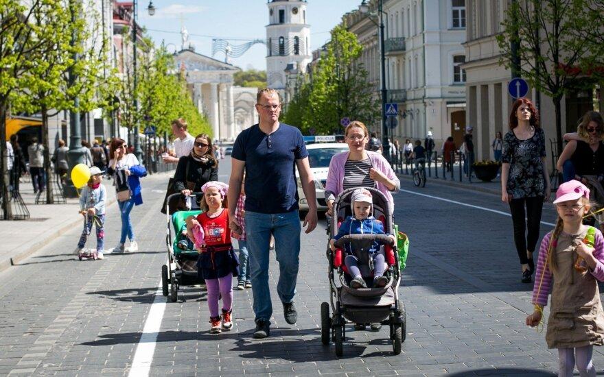Планы со следующего года: больше денег семьям с детьми и людям с небольшими зарплатами