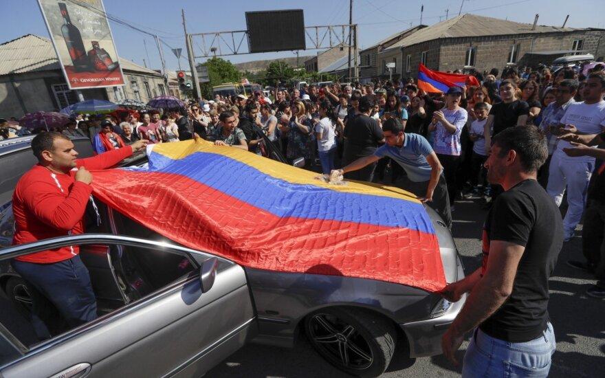 В Армении продолжаются протесты: активисты ворвались в мэрию Еревана