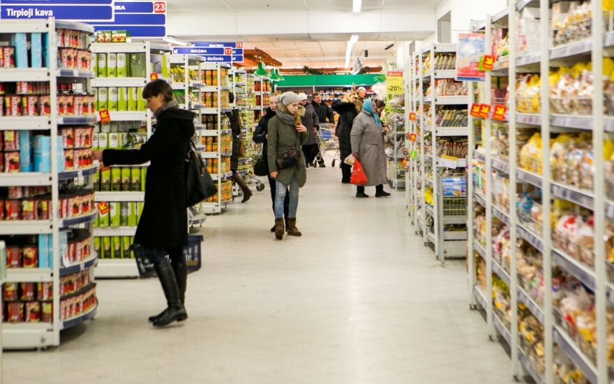Жителей Литвы становится меньше, с прилавков пропадают и некоторые товары