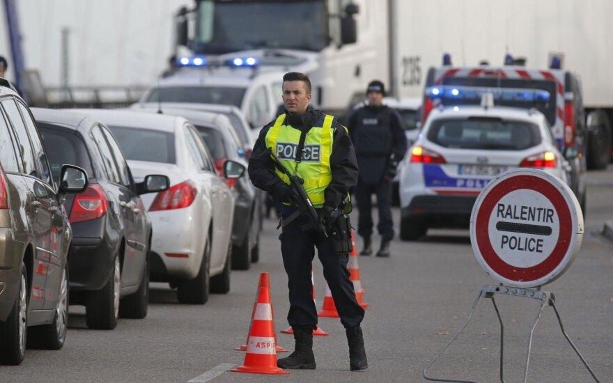 Неизвестный напал с ножом на людей в пригороде Парижа