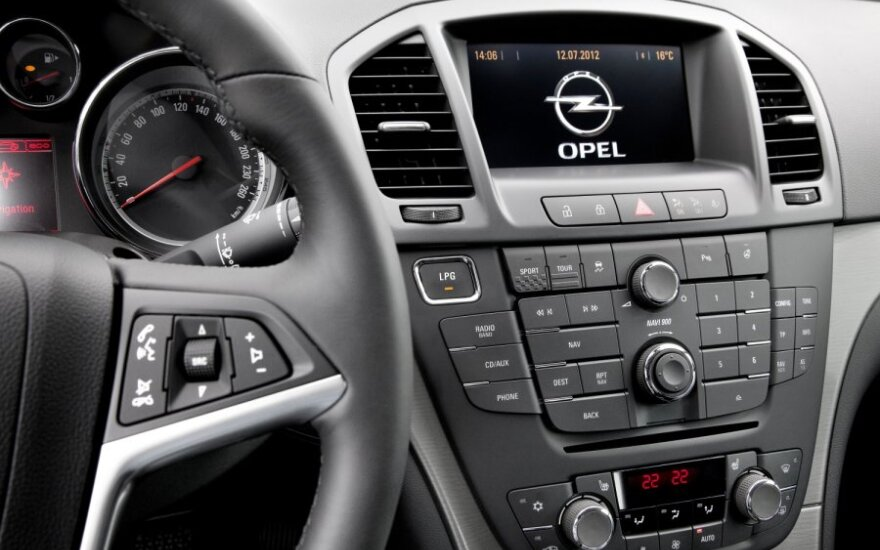 Opel активно тестирует рестайлинговую версию седана Insignia