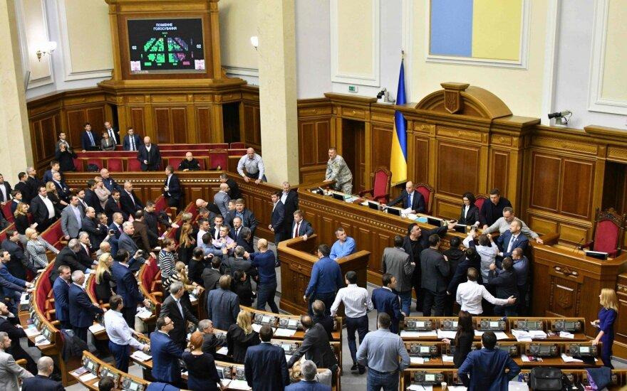 """В правительстве Украины утвердили приветствие """"Слава Украине!"""" в армии и в полиции"""