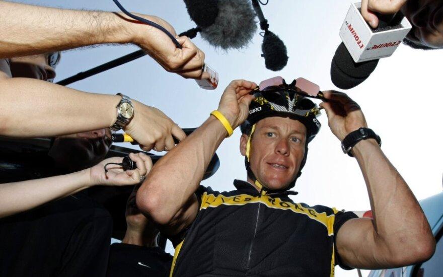"""""""Astana"""" komandos dviratininkas Lance'as Armstrongas Monake ruošiasi """"Tour de France"""" lenktynėms."""
