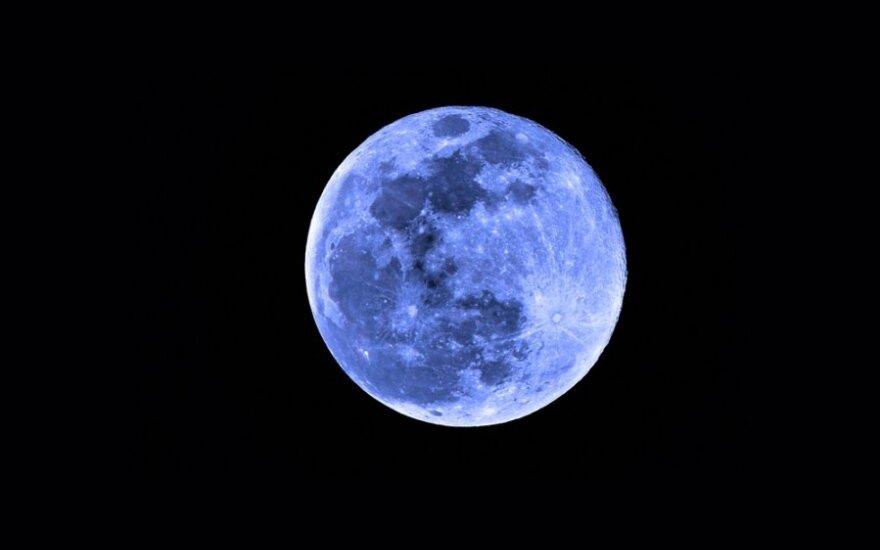 Deja tokia spalva mėnulis pasidabinti negali
