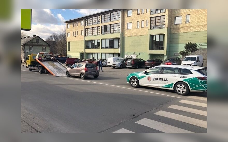 Пьяный водитель на пешеходном переходе сбил женщину