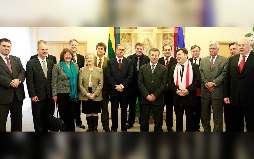 Аккредитованные в Минске послы ЕС прибыли в Вильнюс