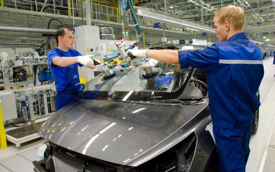 В России самый крупный с января спад промышленного производства