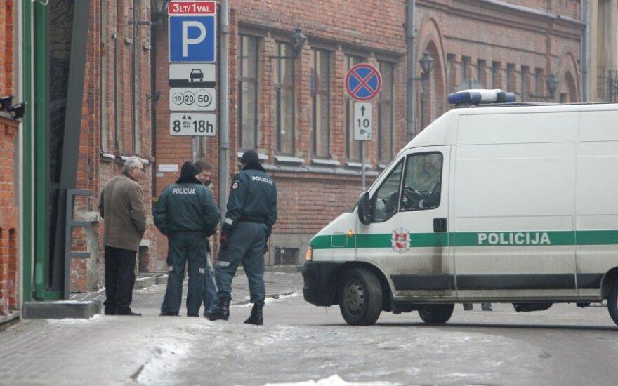 Каунасские полицейские выясняют, почему юноша выстрелил в 10-летнюю девочку