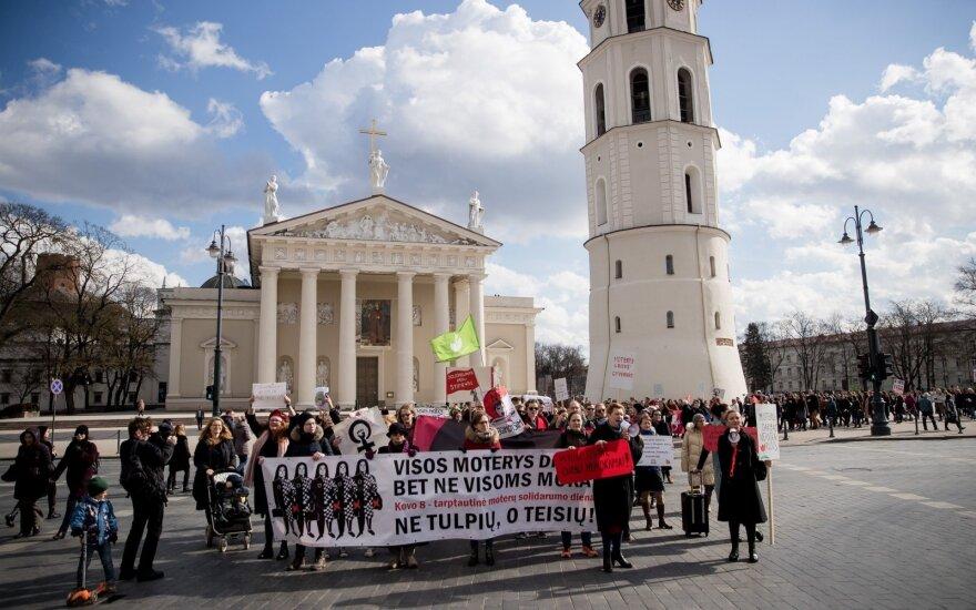 В Вильнюсе активисты за равные права призывали обратить внимание на дискриминацию женщин