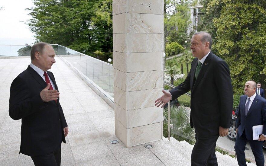 Путин пошутил о нежелании турецкой делегации работать