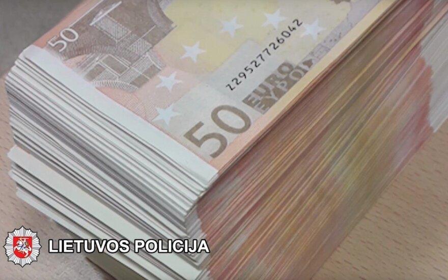Бухгалтер предприятия в Шяуляй перевела иностранным мошенникам почти 40 000 евро