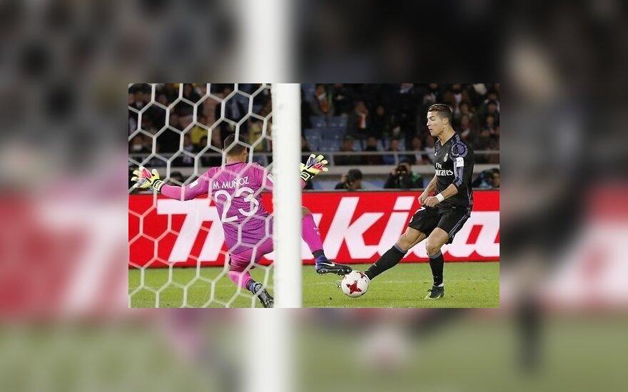 """""""Реал"""" разгромил """"Сельту"""", """"Барселоне"""" остается молиться на """"Малагу"""""""