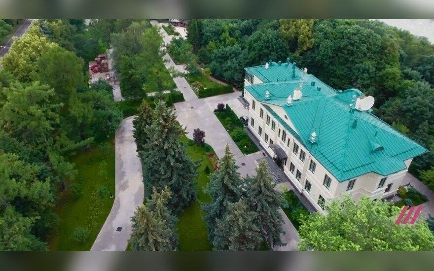 Навальный показал резиденцию друга Путина Тимченко на Воробьевых горах