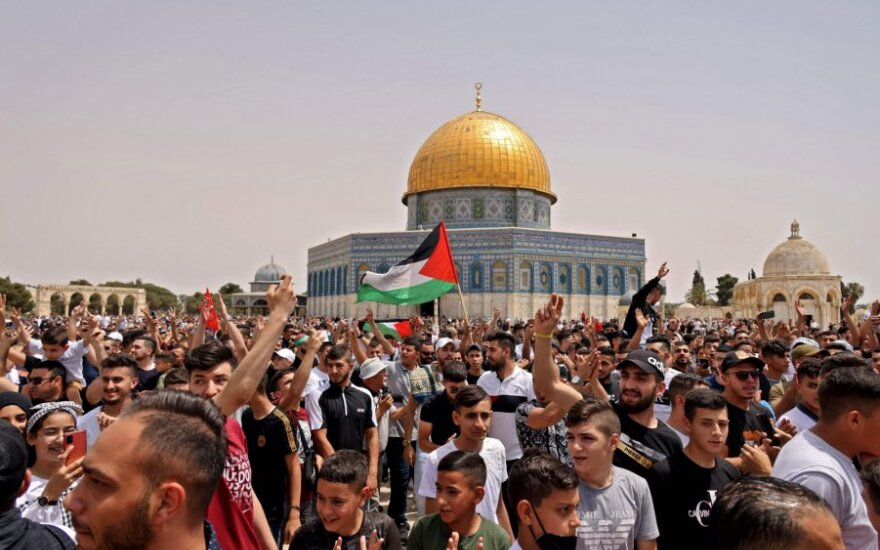 Tarp Izraelio policijos ir palestiniečių kilo naujų susirėmimų Al Aksos komplekse