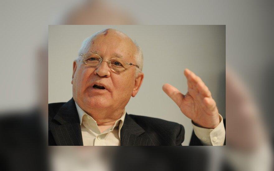М.Горбачев: Иоанн Павел II достоин быть святым