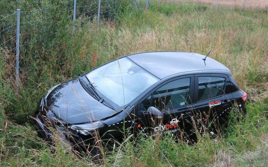 Водитель взятого в аренду автомобиля не справился с управлением