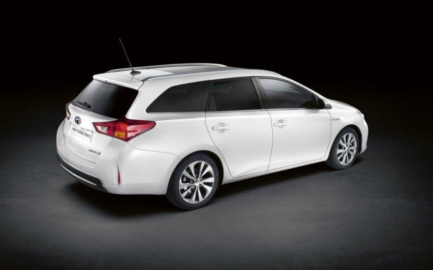 Toyota официально представила универсал Auris Touring Sports