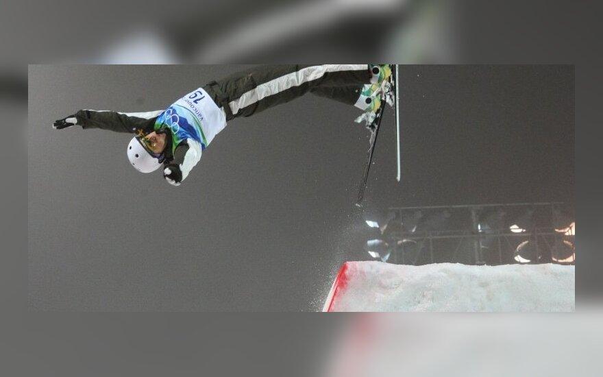 Australijos akrobatinio slidinėjimo sportininkės Elizabeth Gardiner šuolis olimpiadoje Vankuveryje.