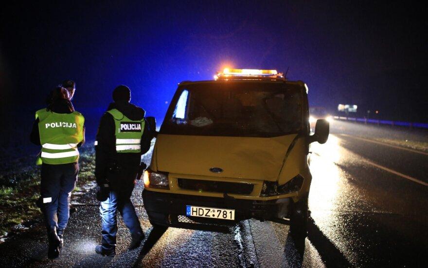 В Вильнюсском районе на магистрали микроавтобус сбил молодого мужчину