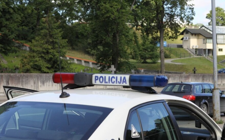 Водитель Peugeot совершила аварию, в которую попал и полицейский