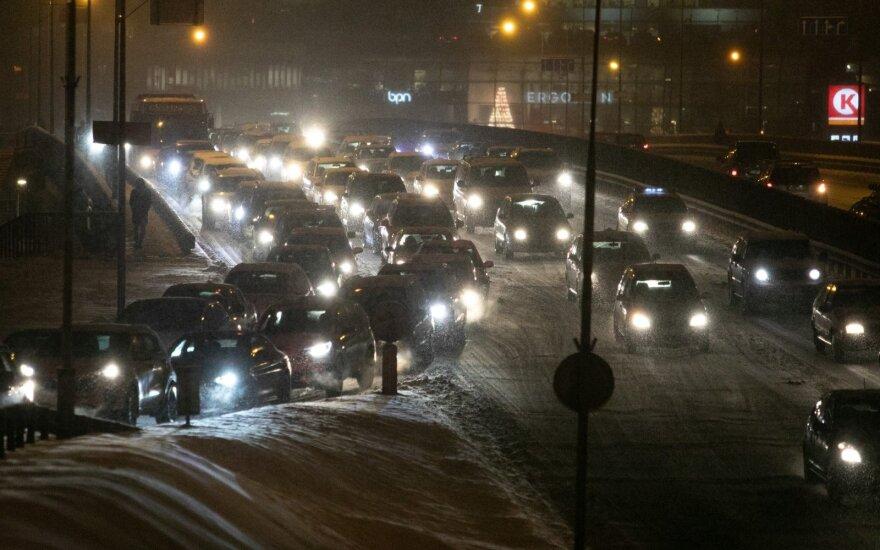 Водителей призывают не спешить – условия на дорогах сложные