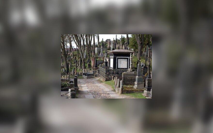 Sejmowy komitet zaniepokojony stanem Cmentarza na Rossie