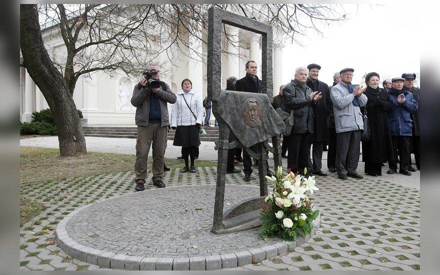 В Вильнюсе открыта скульптура памяти Мстислава Добужинского