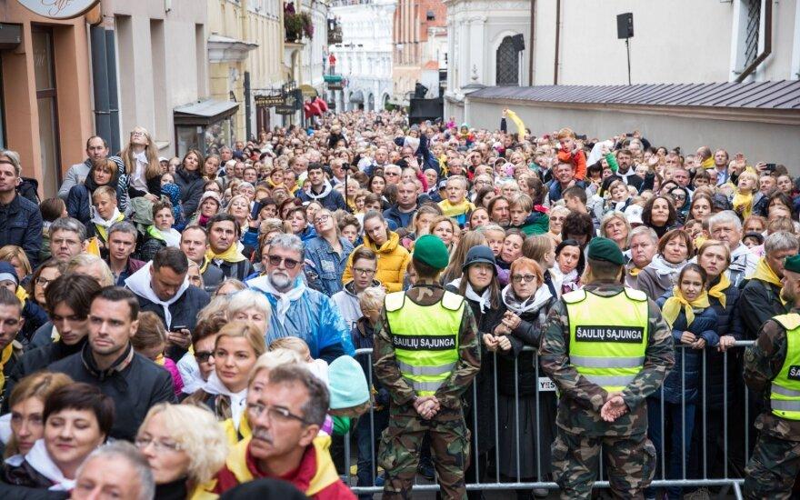 Тысячи людей собрались у Остробрамской часовни для молитвы с папой римским