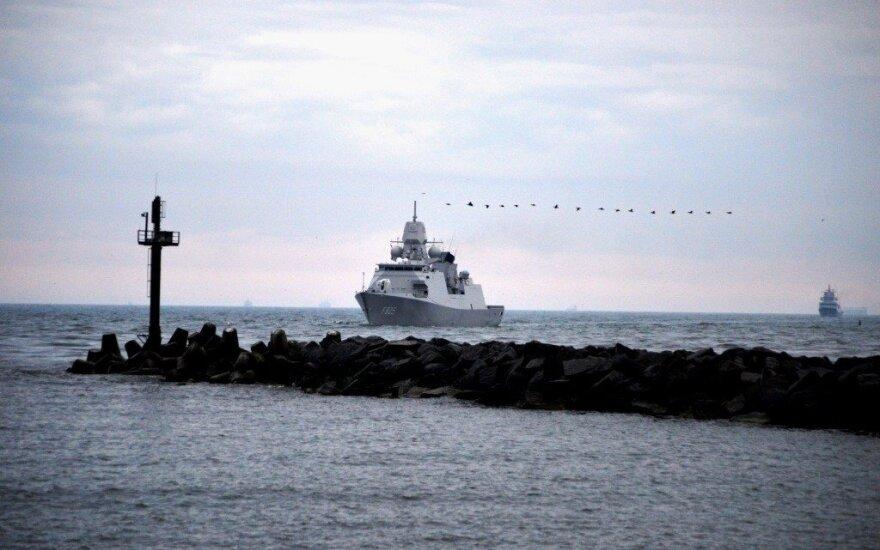 Klaipėdoje prisišvartavo NATO nuolatinės parengties jūrinės grupės kovinių laivų junginio laivai