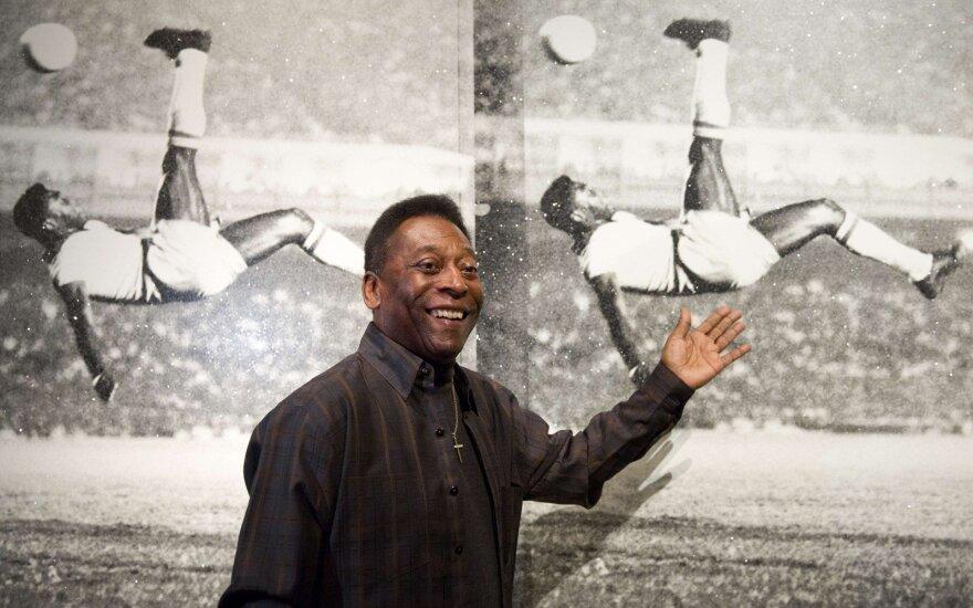 75-летний Пеле решил выставить на аукцион все свои награды