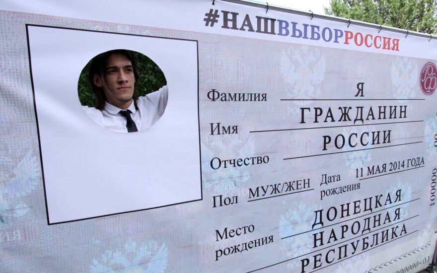 Путин распространил раздачу российских паспортов на всех жителей Донбасса