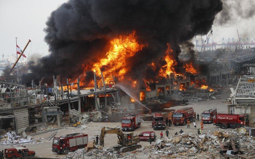 В порту Бейрута вспыхнул крупный пожар