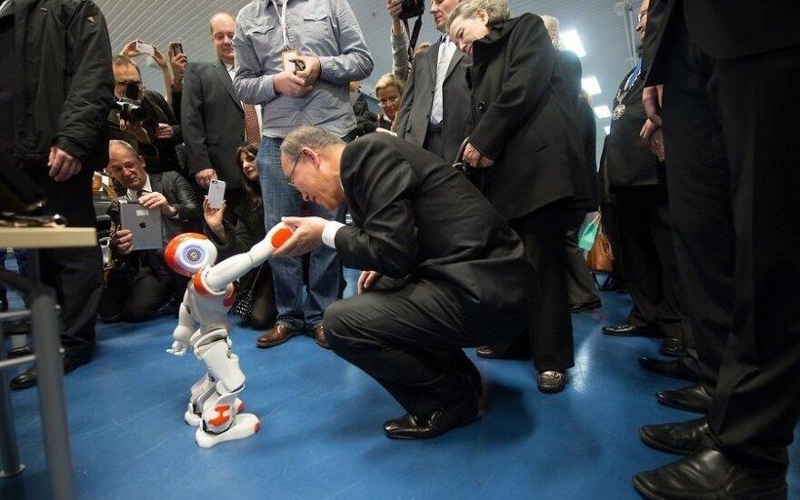 ФОТО: Пан Ги Мун посетил крупнейшую в странах Балтии выставку Robotex 2013