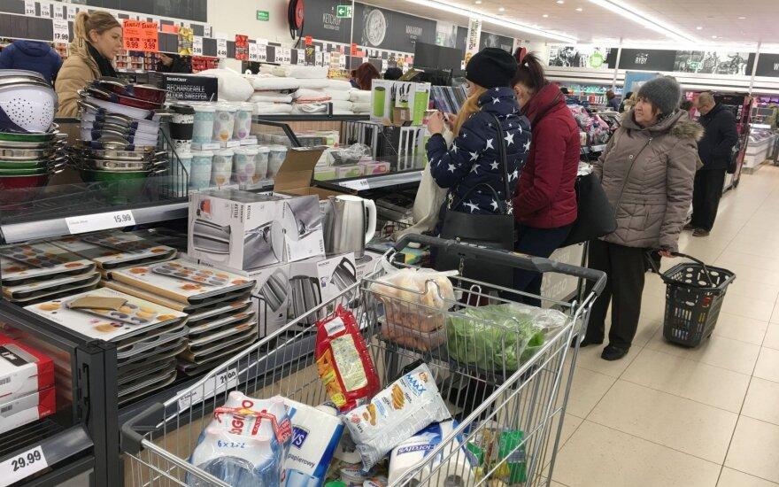 Перед праздниками литовцы штурмуют магазины в Сувалках – точно ли там все дешевле?