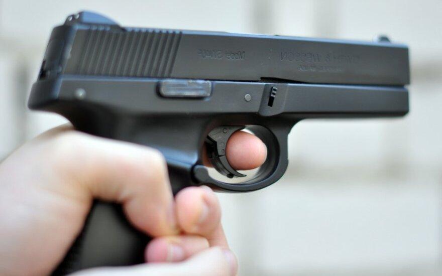 В Каунасском районе вооруженный до зубов мужчина угрожал расправой полицейскому