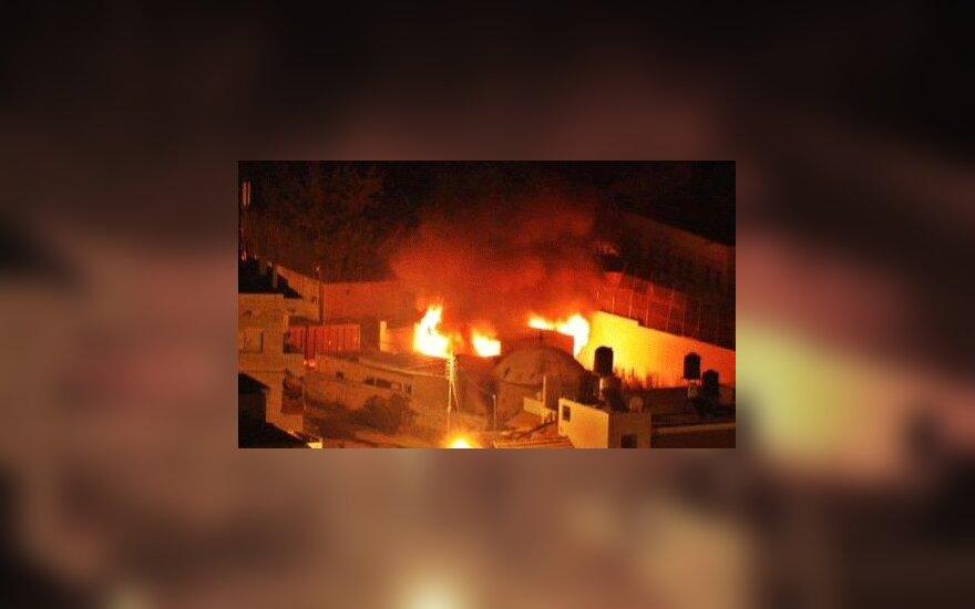 Палестинцы подожгли гробницу Иосифа в Наблусе