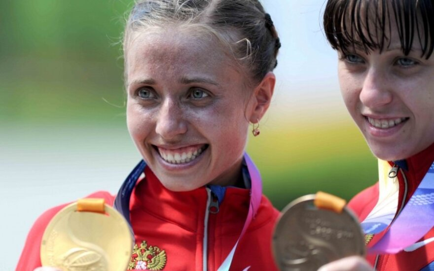Čempionė Olga Kaniskina ir bronzos medalio laimėtoja Anisija Kirdiapkina