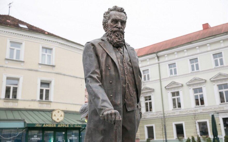 J. Basanavičiaus paminklas
